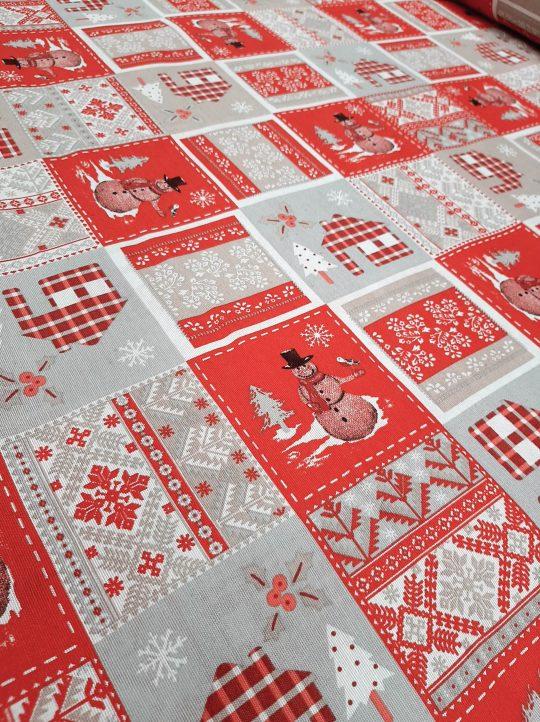 χριστουγεννιάτικο τραπεζομάντηλο πάτσουορκ σε γκρί κόκκινο