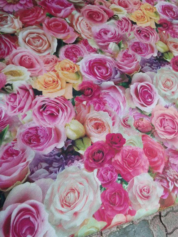 Ύφασμα με ρoζ τριαντάφυλλα
