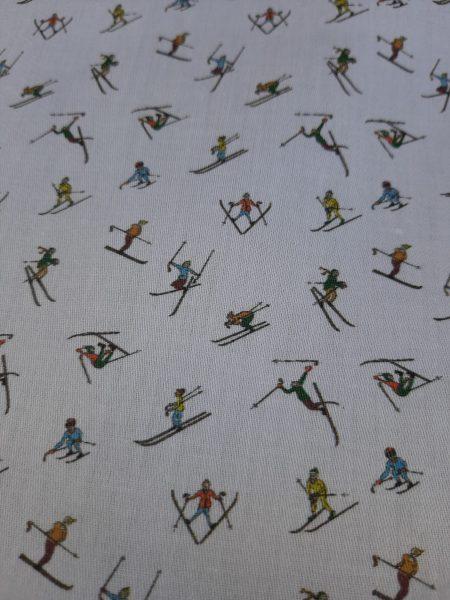 Ύφασμα βαμβακερό εξαιρετικής ποιότητας σε 1.40 φάρδος με σκηνές απο το άθλημα σκί χιονοδρομία βουνού κατάλληλο για πουκάμισο ,σεντόνι