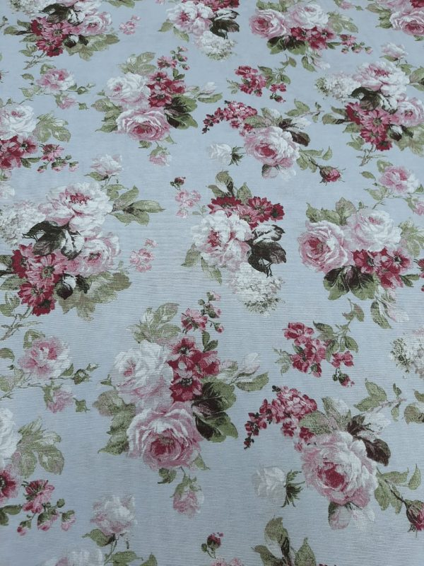 ρόζ σάπιο μήλο λευκά τριαντάφυλλα με όμορφα πράσινα φύλλα σε τυρκουάζ βάση