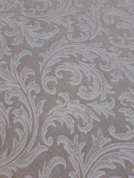 Κλασσικό φλοράλ μπαρόκ σχέδιο λευκό σε μπέζ τύπου λινή βάση