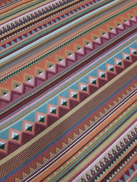 ύφασμα επίπλωσης με έντονα στοιχεία έθνικ σε ριγέ διάταξη πολλά χρώματα