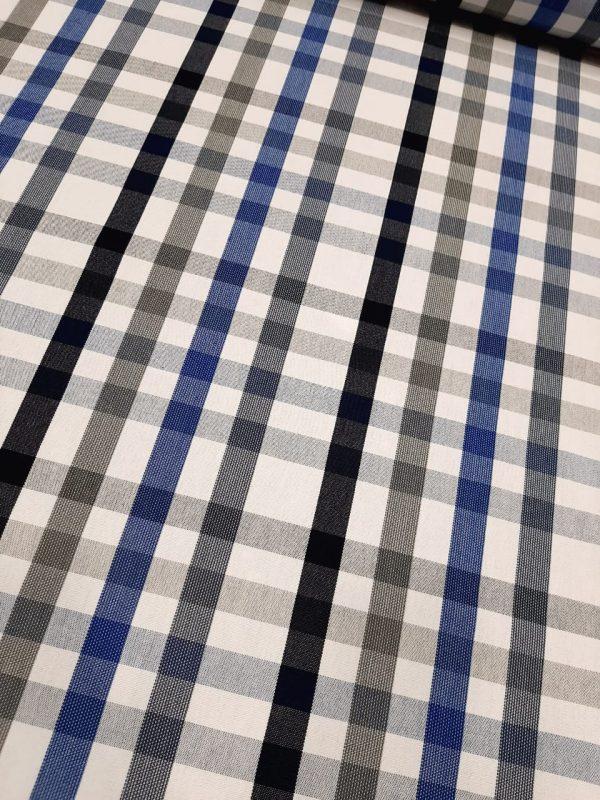 Αδιάβροχο-αλέκιαστο ύφασμα σε φάρδος 1.60 καρώ μπλέ-γκρί-άσπρο-μαύροκατάλληλο για ντύσιμο επίπλωσης, μαξιλάρια, τραπεζομάντηλο, ξαπλώστρες παραλίας.