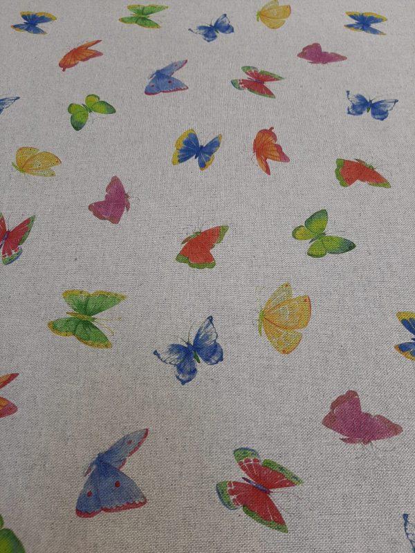 ΎΦΑΣΜΑ με πεταλούδες πολύχρωμες σε μπέζ βάση καραβόπανο τύπου λινό