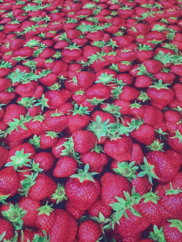 ύφασμα βαμβακερό αλέκιαστο καραβόπανο με κόκκινες φράουλες