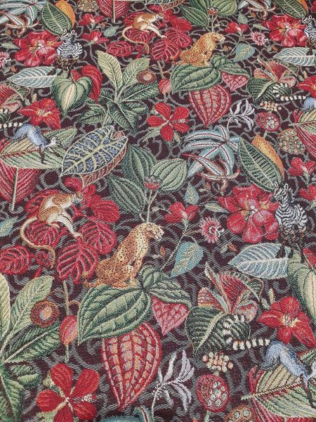 Ύφασμα επίπλωσης και ριχτάρι τροπική ζούγκλα σε σκούρο εντονα χρώματα φύλλων και κατα τόπους ζώα της ζούγκλας σε 2.80 φάρδος για ντύσιμο καναπέ, μαξιλάρια, κουρτίνα και κάθε χρήση διακόσμησης