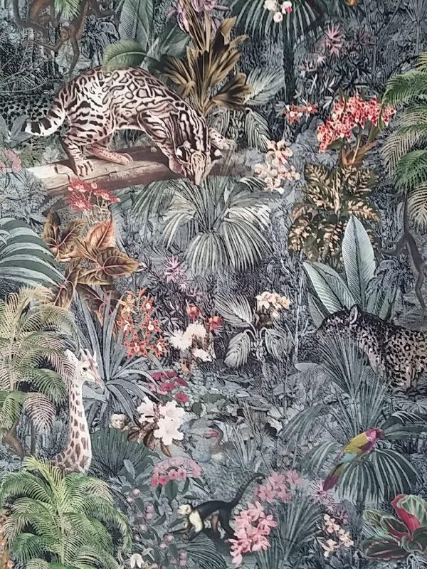 ΥΦΑΣΜΑ ΒΕΛΟΥΔΟ με τροπικό σχέδιο ζούγκλα τροπικά φύλλα λαδί και γκρί και προβάλουνλεοπάρδαλη μαιμούδες καμηλοπάρδαλη τζάγκουαρ και άλλα πλάσματα της ζούγκλας