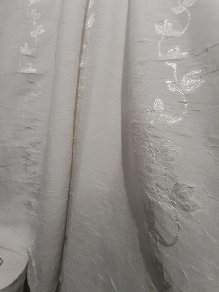ύφασμα για κουρτίνα μαλακό τσαλακωτο λευκό-εκρού βουάλ με σχέδιο παραδοσιακό ζακάρ στο ίδιο χρώμα