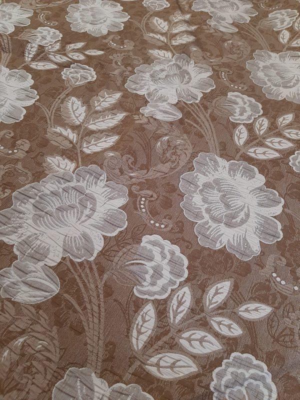Ύφασμα ΤΑΦΤΆΣ Ζακάρ για κάλυμμα και κουρτίνας σαλονιού με λουλούδια εκρού σε καφέ-μπέζ φόντο και 2.80 φάρδος