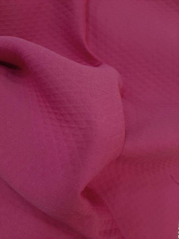 ύφασμα για ριχτάρι, κουβέρτα, κάλλυμα αλλα΄καί κουρτίνα η τραπεζομάντηλο μονόχρωμο μπορντώ-μώβ ζακάρ με ανάλυφο μικρό ρόμβο σε 2.80 φάρδος