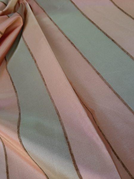 Ύφασμα Ταφτά ριγέ χρώματα Λαδί Σωμών με λεπτή ρίγα σενίλ ανάμεσα σε 3 μέτρα φάρδος