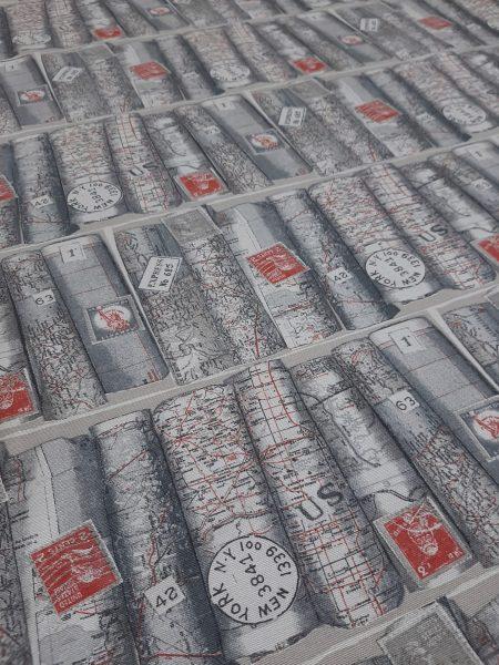 ύφασμα καραβόπανο με παράσταση βιβλιοθήκη με βιβλία γκρί μα κόκκινα γράμματα - χάρτες και γραμματόσημα σε 2.80 φάρδος