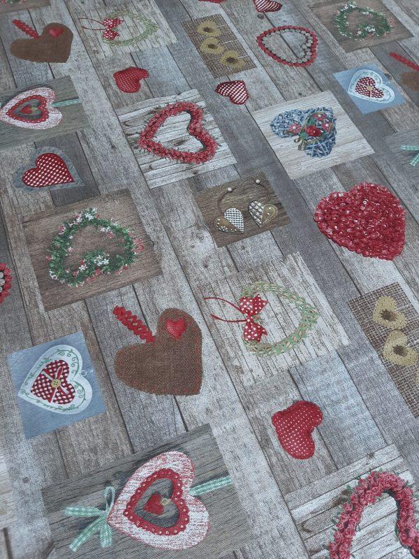 ύφασμα με καρδιές αγάπης παντού σε ξύλινη βάση σε 2.80 φάρδος
