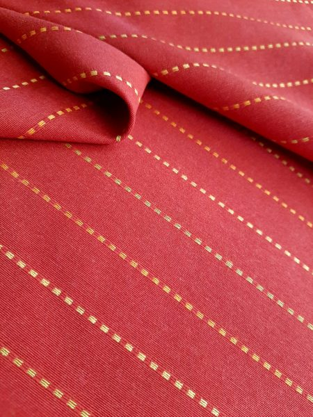 ύφασμα κόκκινο με λεπτές διακριτικές κεντημένες ρίγες σε απαλό κίτρινο και πορτοκαλί σε 2.80 φάρδος ( ύψος )